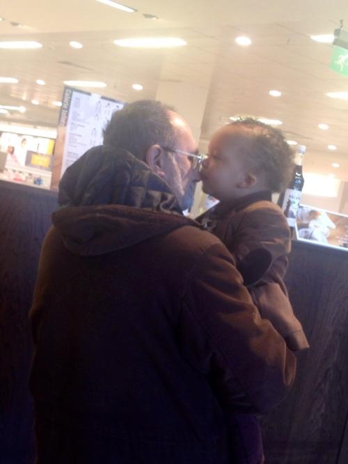 Unforced kiss for Pops